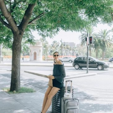 Equipment and precautions for women to travel